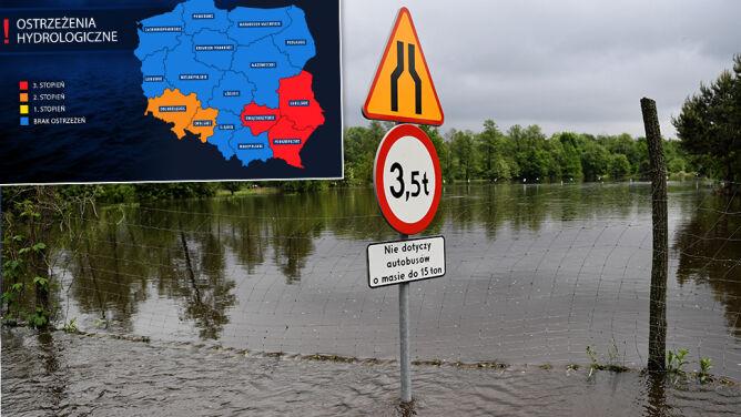 Najwyższy stopień zagrożenia na południowym wschodzie Polski. Alarmy IMGW