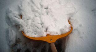 Śnieg będzie zalegać na dachach i drogach
